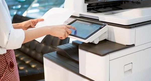 Quý khách nên kiểm tra máy và lựa chọn những nơi bán máy in uy tín